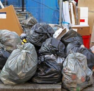 שוטי אשפה משמשים להיפטר מהאשפה